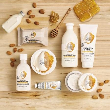 Migdolų pieno ir medaus raminamasis ir atkuriamasis kūno pienelis