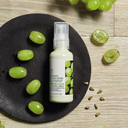 Vynuogių žvilgesio suteikiantis plaukų serumas