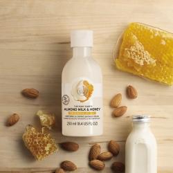 Migdolų pieno ir medaus raminamasis ir puoselėjamasis kūno prausiklis