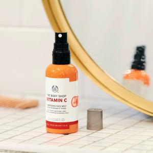 Vitamino C energizuojamasis veido purškiklis