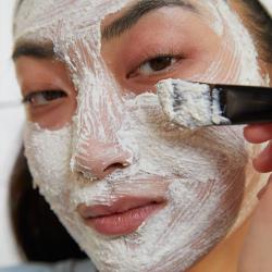 Kiniško ženšenio ir ryžių valomoji ir šveičiamoji kaukė