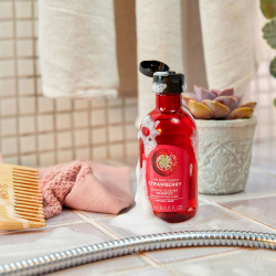 Braškių neabejotinai blizgesio suteikiantis šampūnas